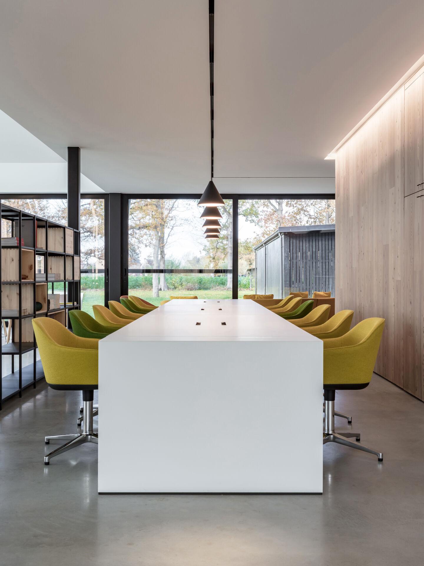 rooms-workspace-flos-13