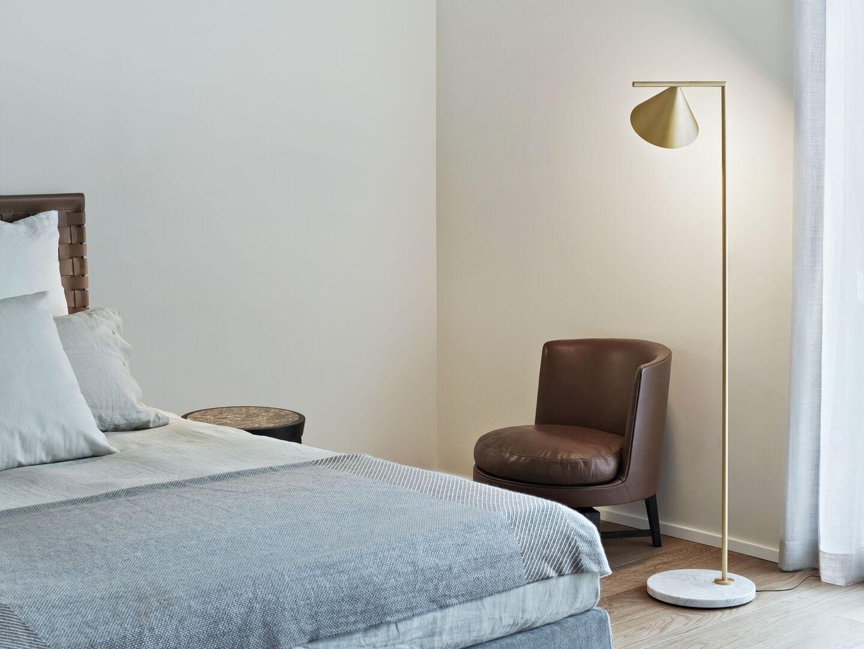 rooms-bedroom-flos-entrance-desk