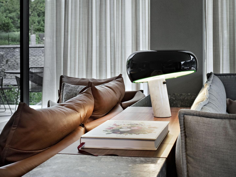 rooms-living-room-flos-entrance-desk-02