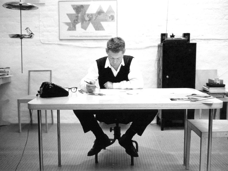 designers-jasper-morrison-flos-entrance-desk